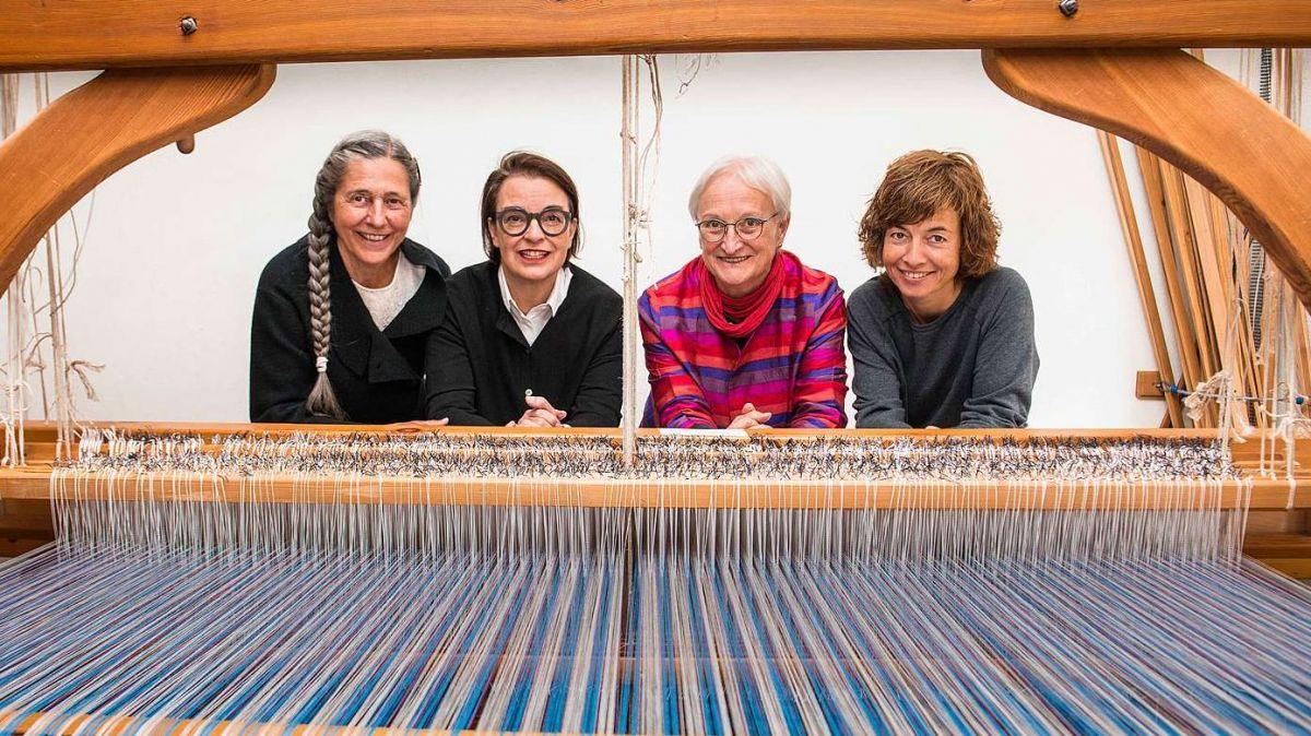 Sonja Cazin (da schnestra), Maya Repele, Barbara Wälchli e Manuela Steiner s'ingaschan per la Tessanda Val Müstair (fotografia: mad).