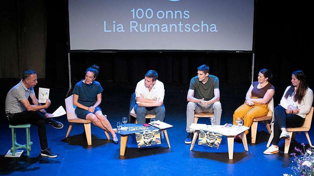 In duos podiums da discussiun differents haun discus ils presidents da las uniuns rumauntschas e la giuventüm davart l'avegnir da la lingua e da la Lia Rumantscha (fotografia: Lia Rumantscha/Mayk Wendt)