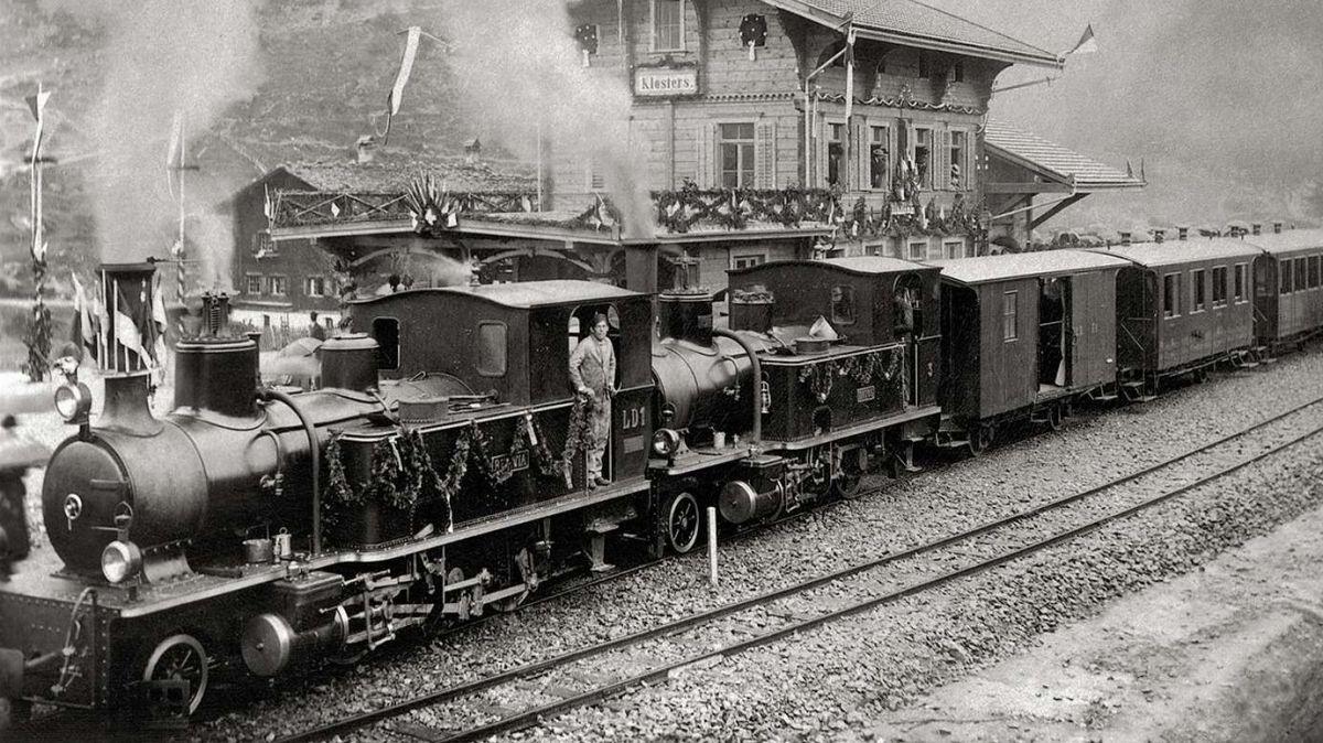 Die «Rhätia» bei ihrer ersten Ankunft beim Bahnhof Klosters. Foto: z. Vfg Standeskanzlei Graubünden