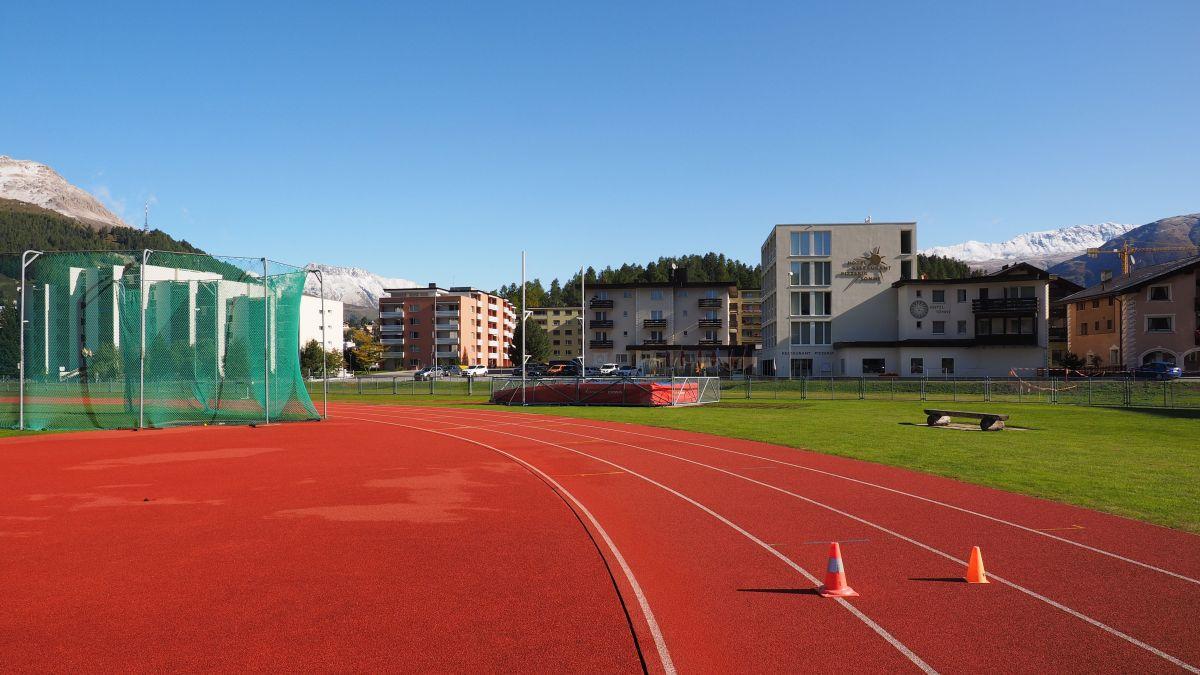 In der südöstlichen Ecke der Polowiese, gleich vor dem Hotel Sonne, soll das Schulprovisorium erstellt werden.
