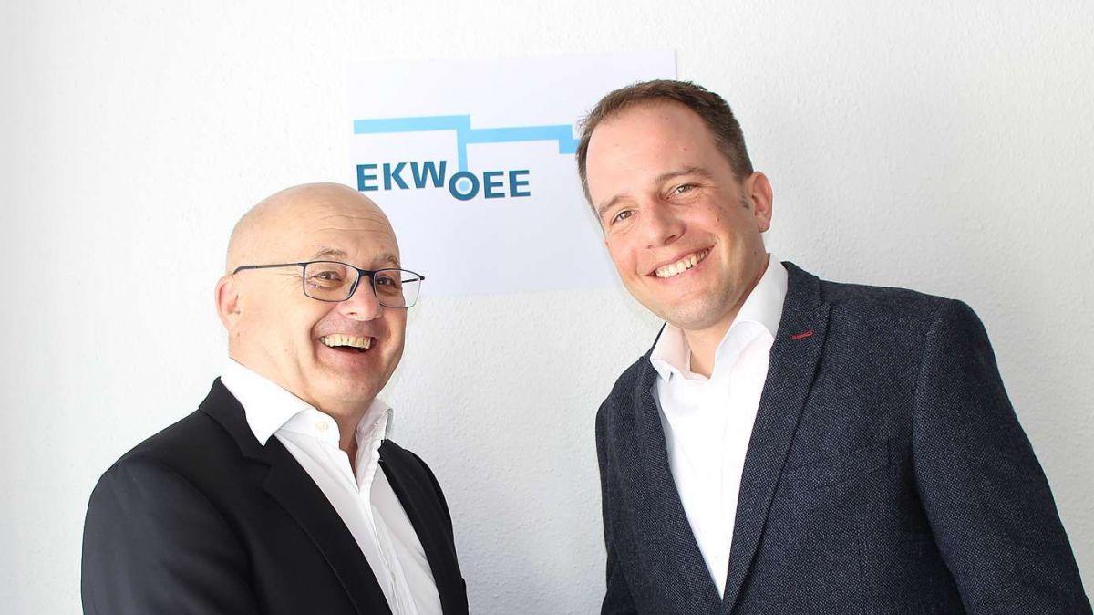 Roland Andri (links) übergibt die Leitung der EKW-finanzen an Oliver Dürig. Foto: EKW