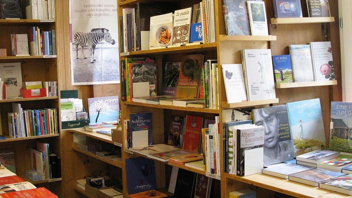 Pel mumaint nun es ingün cliaint illa libraria Chantunet da cudeschs a Scuol (fotografia: mad).
