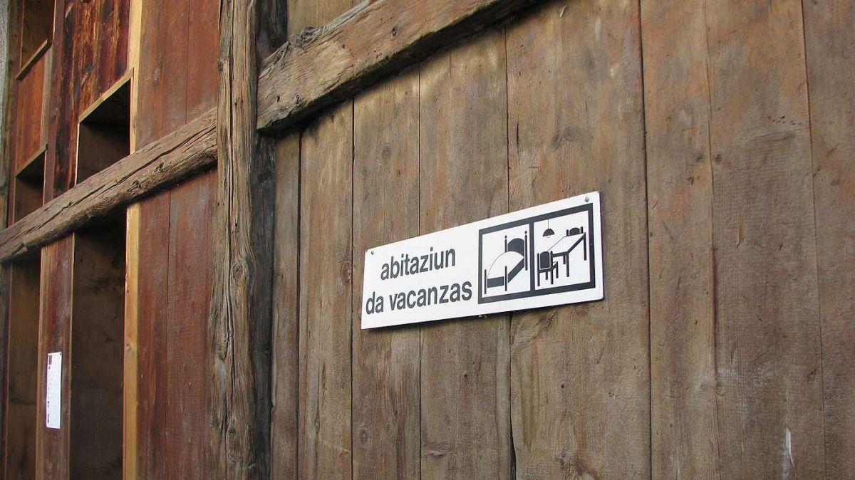 Davo avair discurrü cun divers dals commembers suppuona Heinz Züricher, il president da la «Zwet Scuol», cha la gronda part dals proprietaris d'abitaziuns da vacanzas nu gnaran a Pasqua in Engiadina Bassa (fotografia: Flurin Andry).