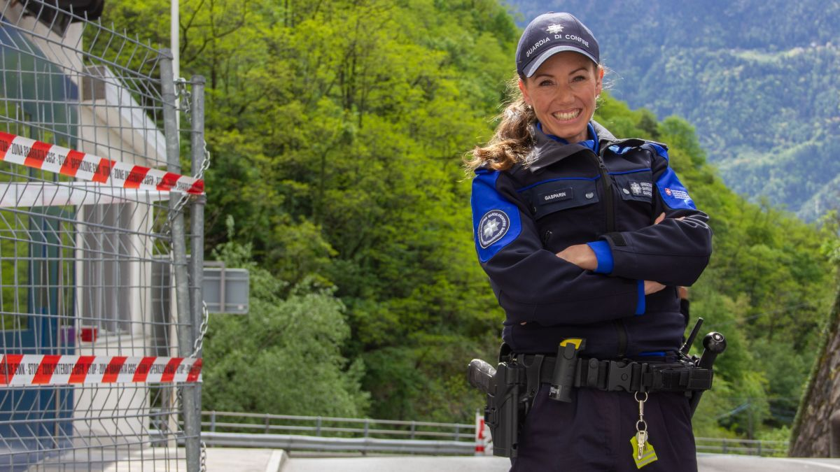 Selina Gasparin bei der Arbeit am Grenzposten in Campocologno. Foto: Tina Moser