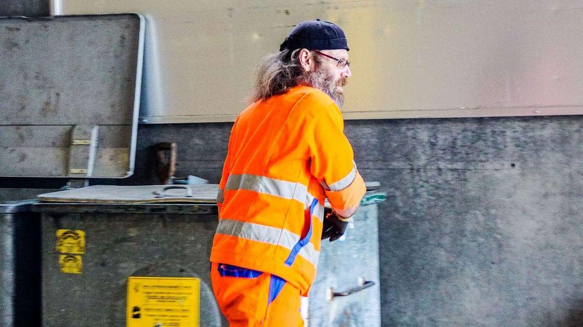 Hugo Mauderli managt seit 16 Jahren die Wertstoffhalle der Gemeinde St.Moritz. Foto: Jon Duschletta