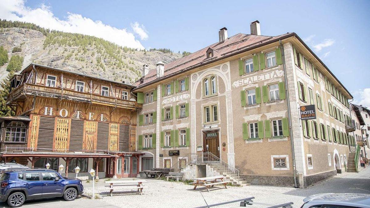 Seit 2013 ist das Hotel Scaletta in der Oberengadinger Gemeinde S-chanf geschlossen (Foto: Andrea Furger).