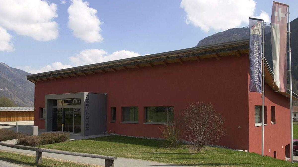 Stabilimaint da l'administraziun cumünala a Müstair (fotografia archiv: Nicolo Bass).