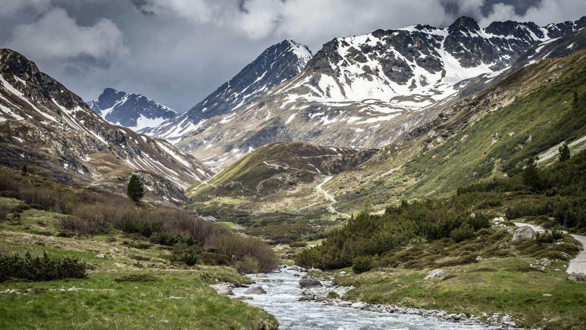 Das Val Bever begeistert mit seinem rauhen Landschaftsbild Wanderer und Radfahrer. Auch die internationale Umweltorganisation «European River Network» ist von der einzigartigen, alpinen Flusslandschaft überzeugt.