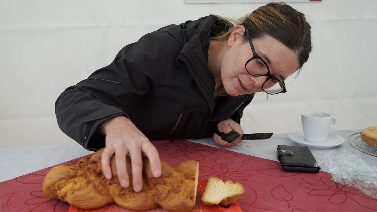 Martina Rominger weiss, wie sich Engadiner Spezialitäten auch vegan zubereiten lassen. Foto: Denise Kley
