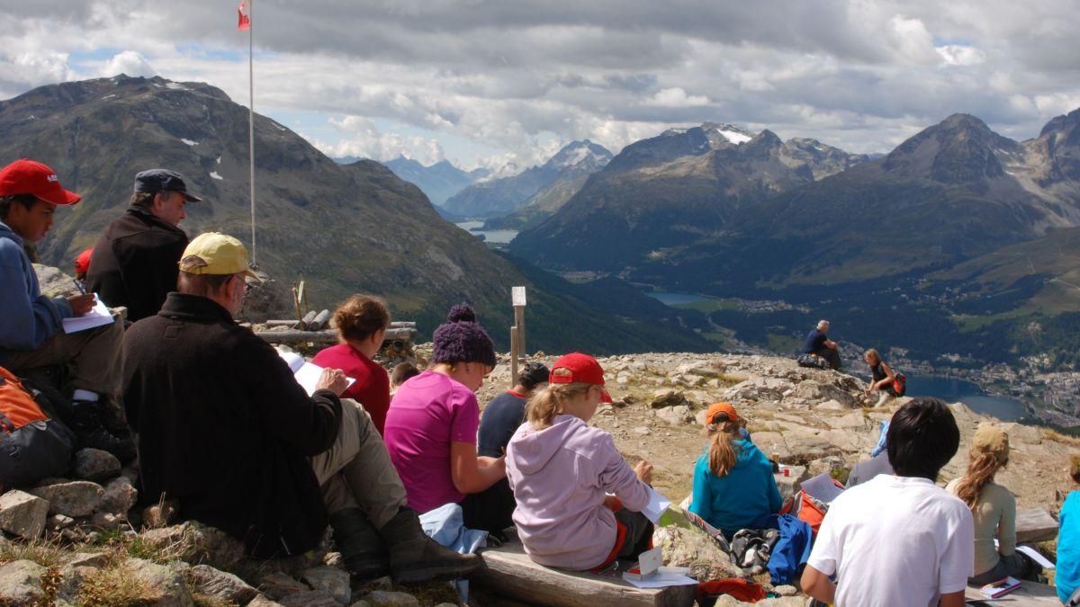 Die Schüler auf Exkursion im Engadin. Foto: z. Vfg.