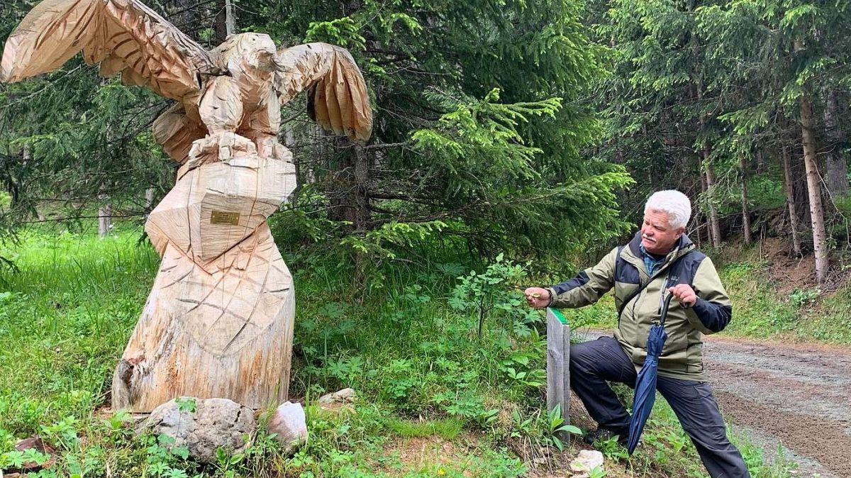 Ralf Fluor declera che chi's vezza lung la senda botanica traunter La Punt Chamues-ch e Madulain.