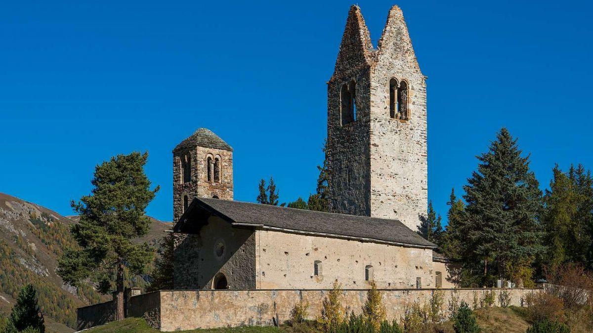 Eine imposante Kirche. Doch der grosse Turm von San Gian musste dringend saniert werden. Foto: refurmo/Rolf Canal