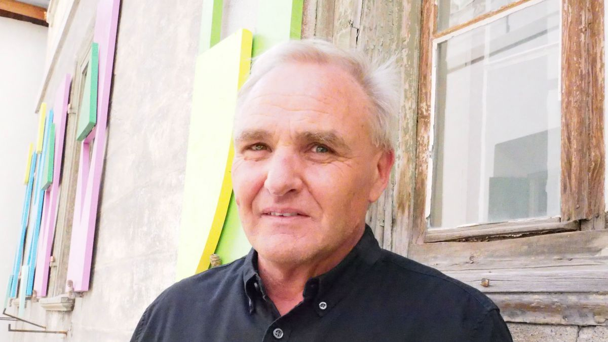 Benno Conrad ist Initiant und Kurator der Pontresiner Kunstwege