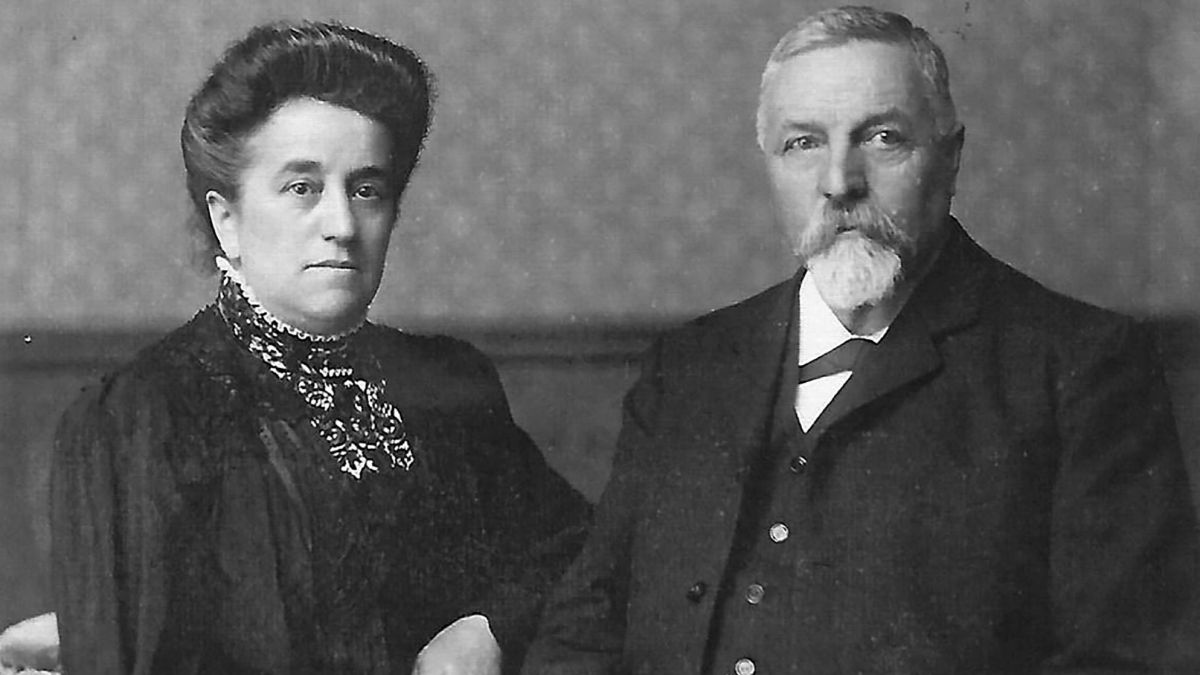 Maria Pinösch-Lardelli und Duri Pinösch übernahmen 1883 die Pension Moos.  Fotos: Archiv Jochen P. Ziegelmann/Archiv Domenic Scharplatz