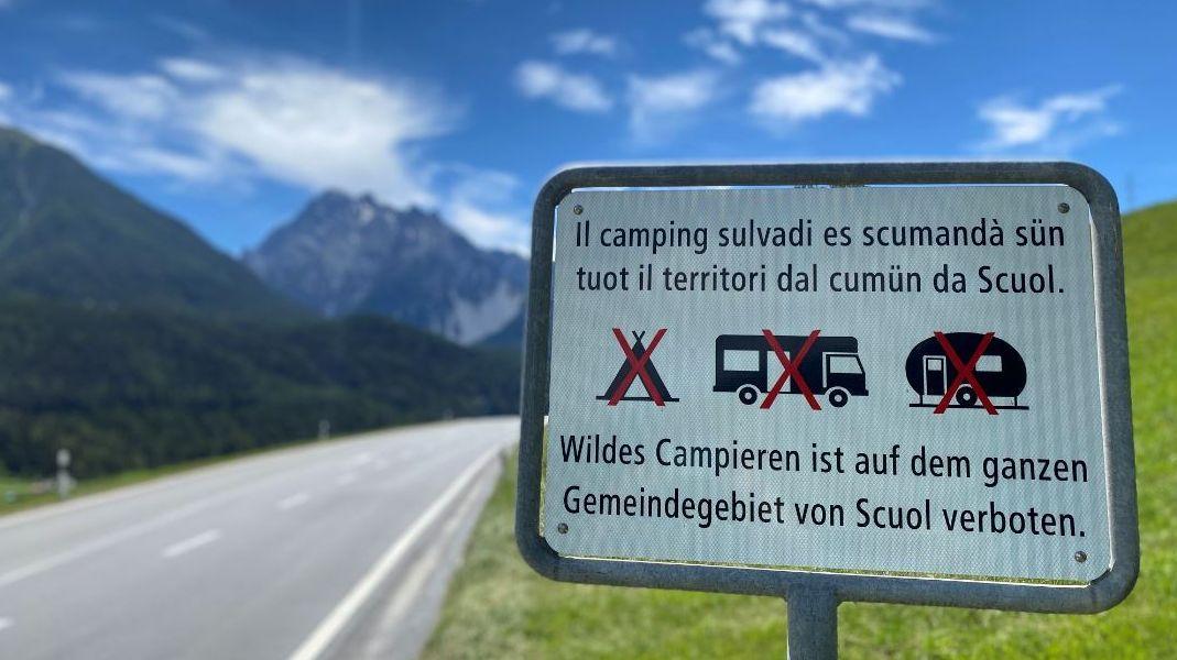 Die Übernachtung am Strassenrand oder Parkplatz ist generell verboten und nur auf ausgewiesenen Campingplätzen erlaubt.Foto: Nicolo Bass