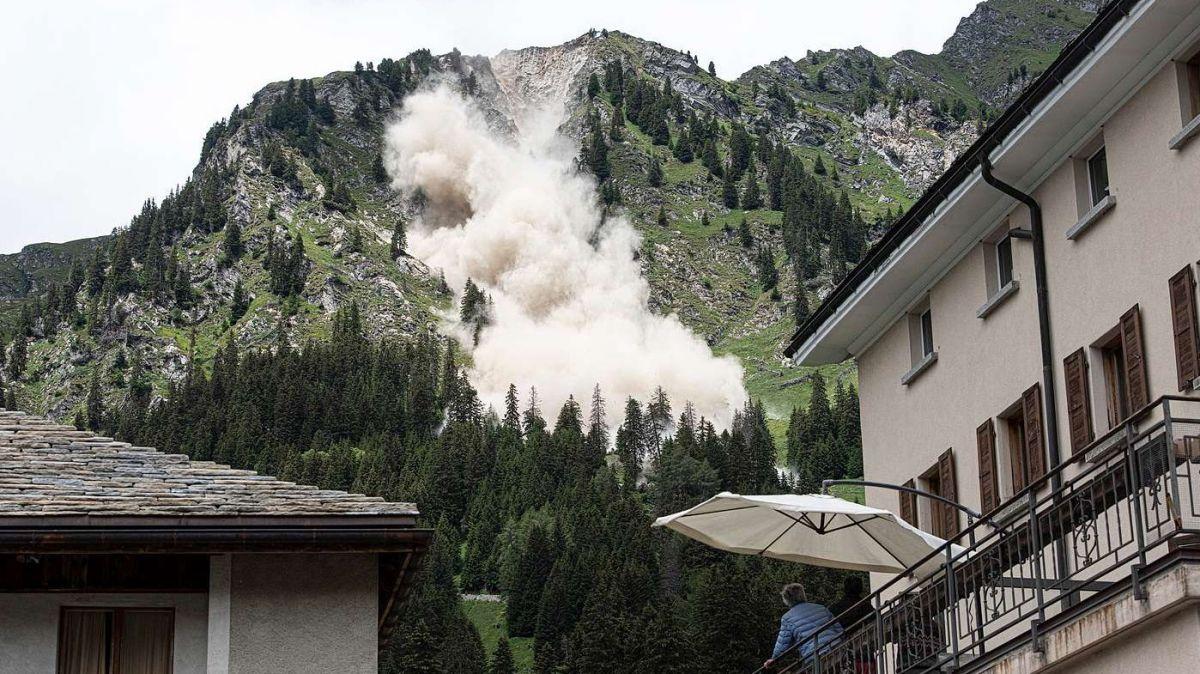 Die Sprengung verringert das Risiko eines Felssturzes (Foto: Mayk Wendt)
