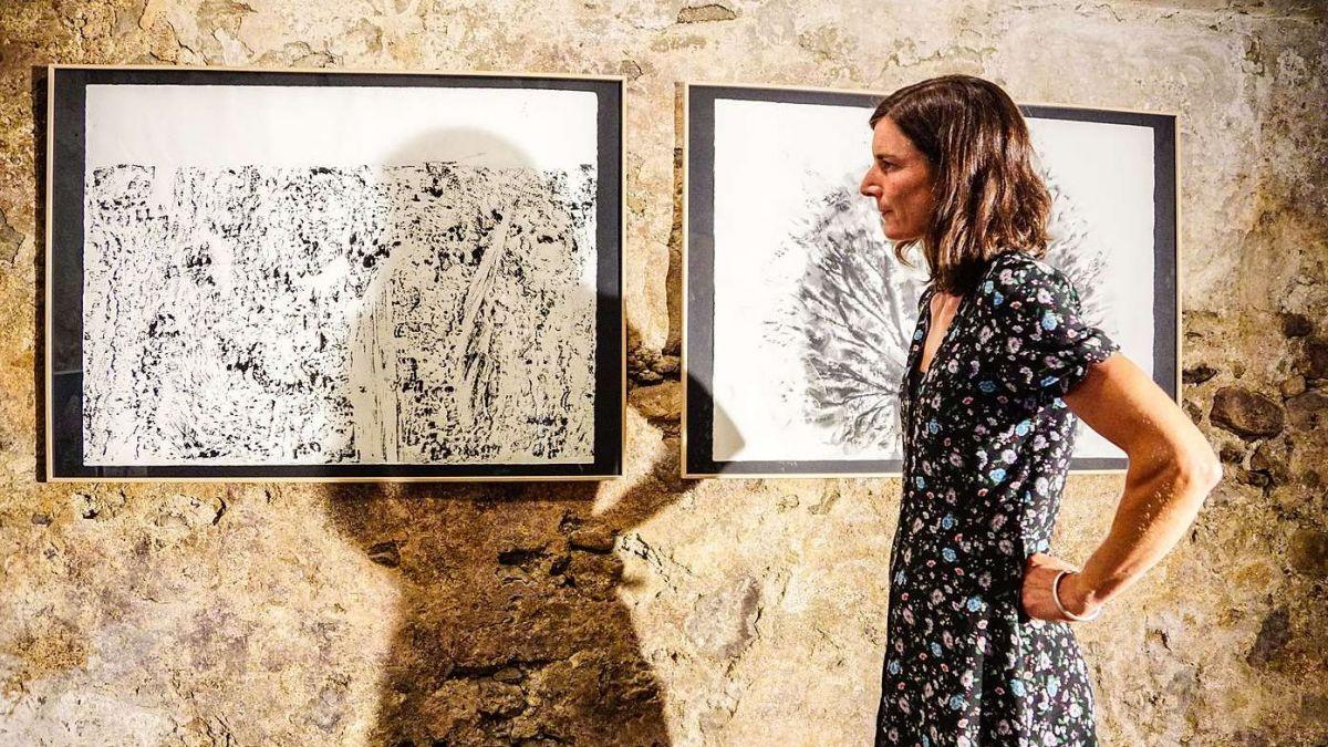Laura Bott in der Stalletta der Galerie Stalla Madulain. Foto: Jon Duschletta