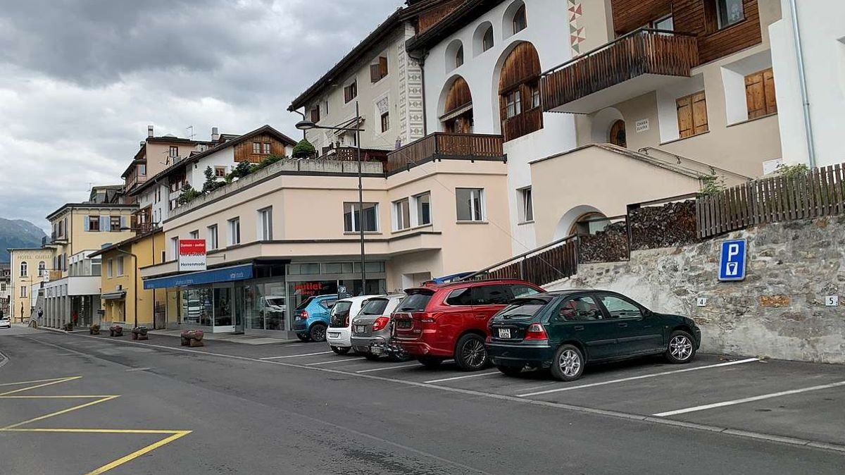 Il parcar a Scuol vain reglà cun üna ledscha nouva (fotografia: Gianna Duschletta).