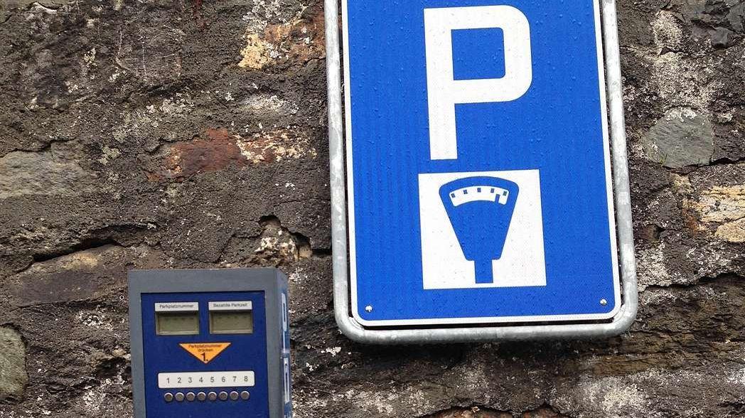 La nouva ledscha da parcar dal cumün da Scuol es gnüda deliberada a man da la votaziun a l'urna (fotografia: Annatina Filli).