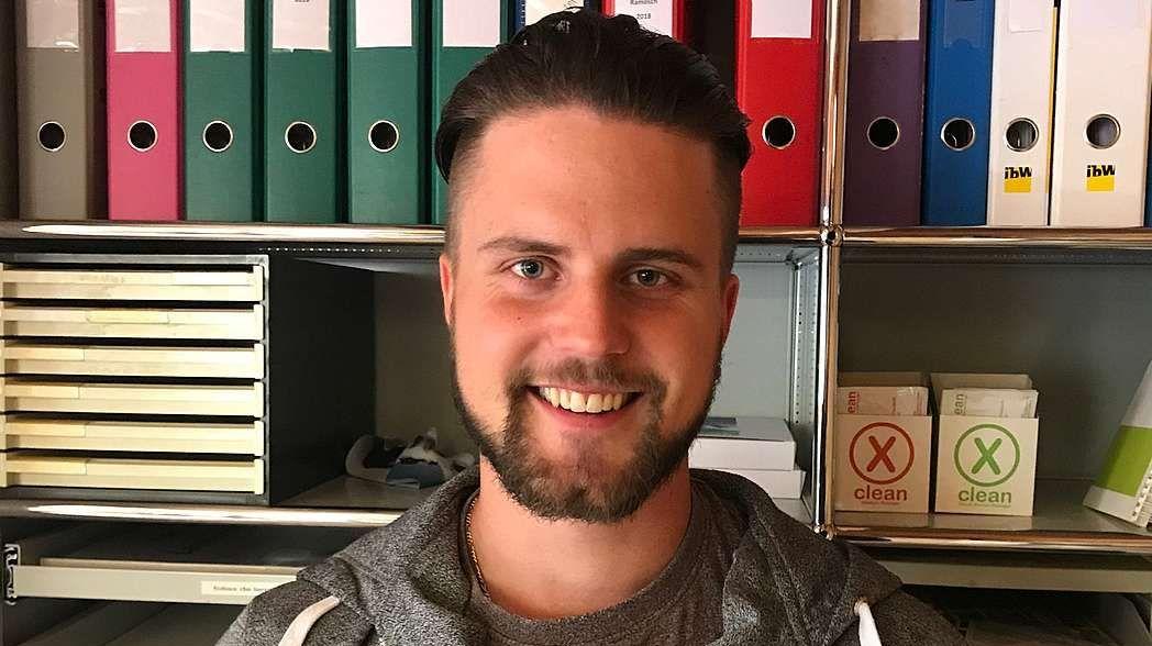 Adrian Schorta ist neuer Revierförster in S-chanf (Foto: z. Vfg).