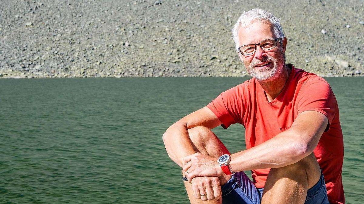 Wasserbotschafter Ernst Bromeis am Lai da la Scotta auf der Flüela Passhöhe. Foto: Jon Duschletta