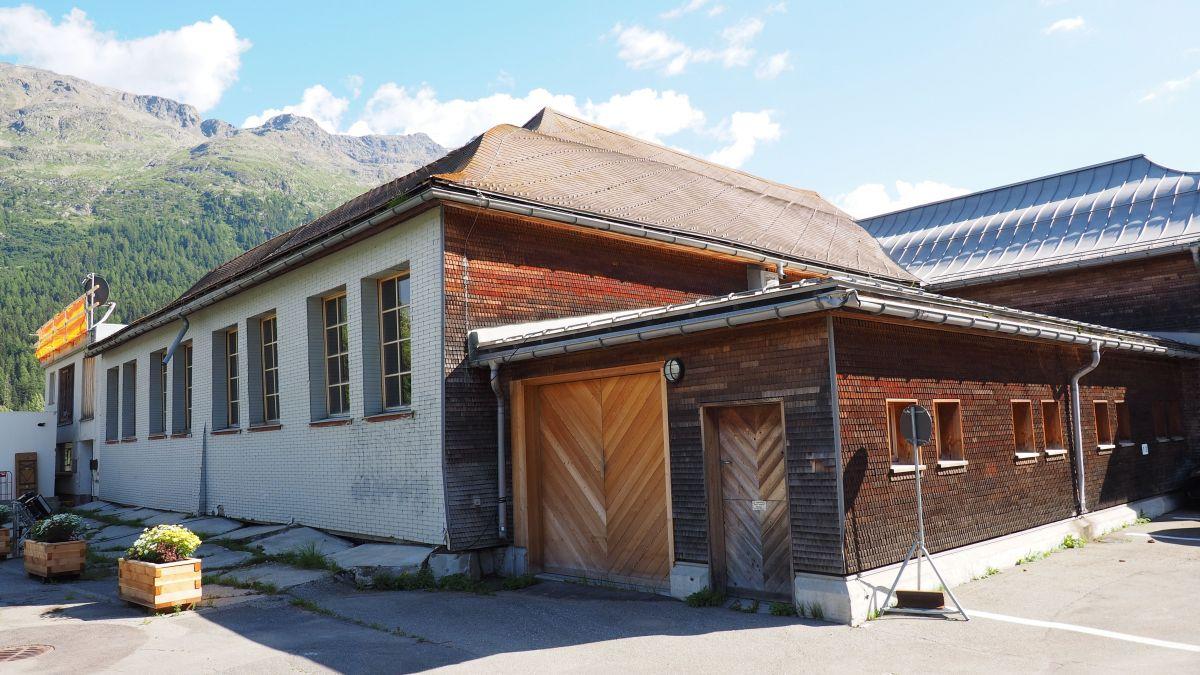 Die sanierungsbedürftige St.Moritzer Reithalle soll bald einer neuen Nutzung zugeführt werden.