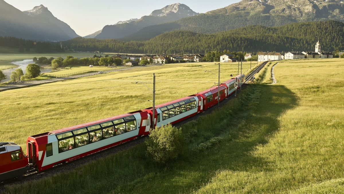 Historische Jungfernfahrt: Am 25. Juni 1930 fährt der erste Glacier Express durchgehend von Zermatt nach St.Moritz. Foto: Glacier Express AG