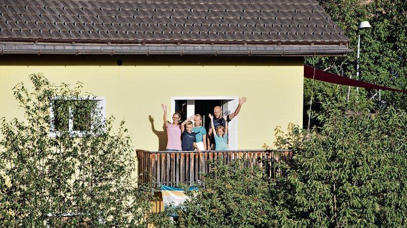 Familie Meuwly ist nach ihrer Rückkehr aus Ecuador in Quarantäne in ihrem Haus.Foto: Mayk Wendt