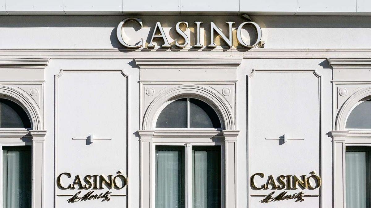 Auch nach der kantonalen Gesetzesanpassung bleibt der Betrieb von eigentlichen Glücksspielautomaten einzig den konzessionierten Kasinos vorbehalten, beispielsweise dem Casinò St.Moritz. Foto: Jon Duschletta