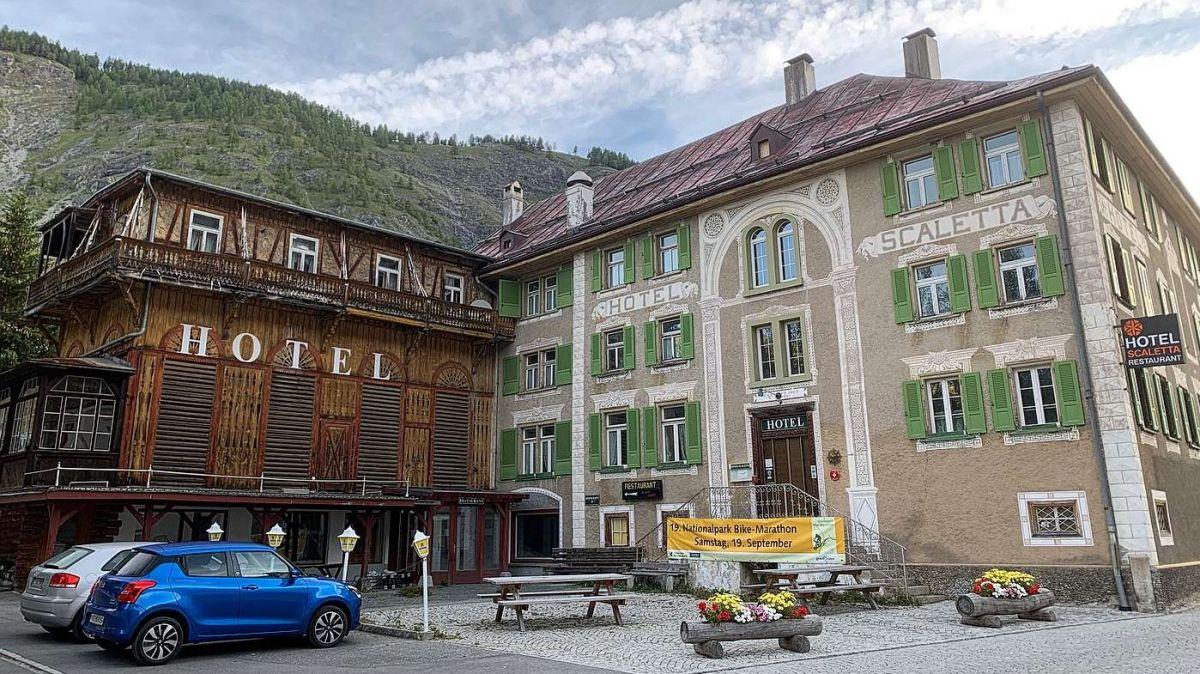 La fundaziun «Stiftung Hotel Scaletta» ho il böt da refer l'hotel e'l restorant (fotografia: Gianna Duschletta).
