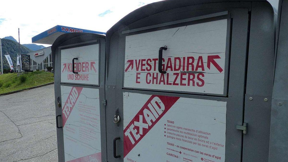 Da quists containers per büschmainta e s-charpas veglias ha la Texaid passa 6500 in tuot la Svizra (fotografia: Flurin Andry).