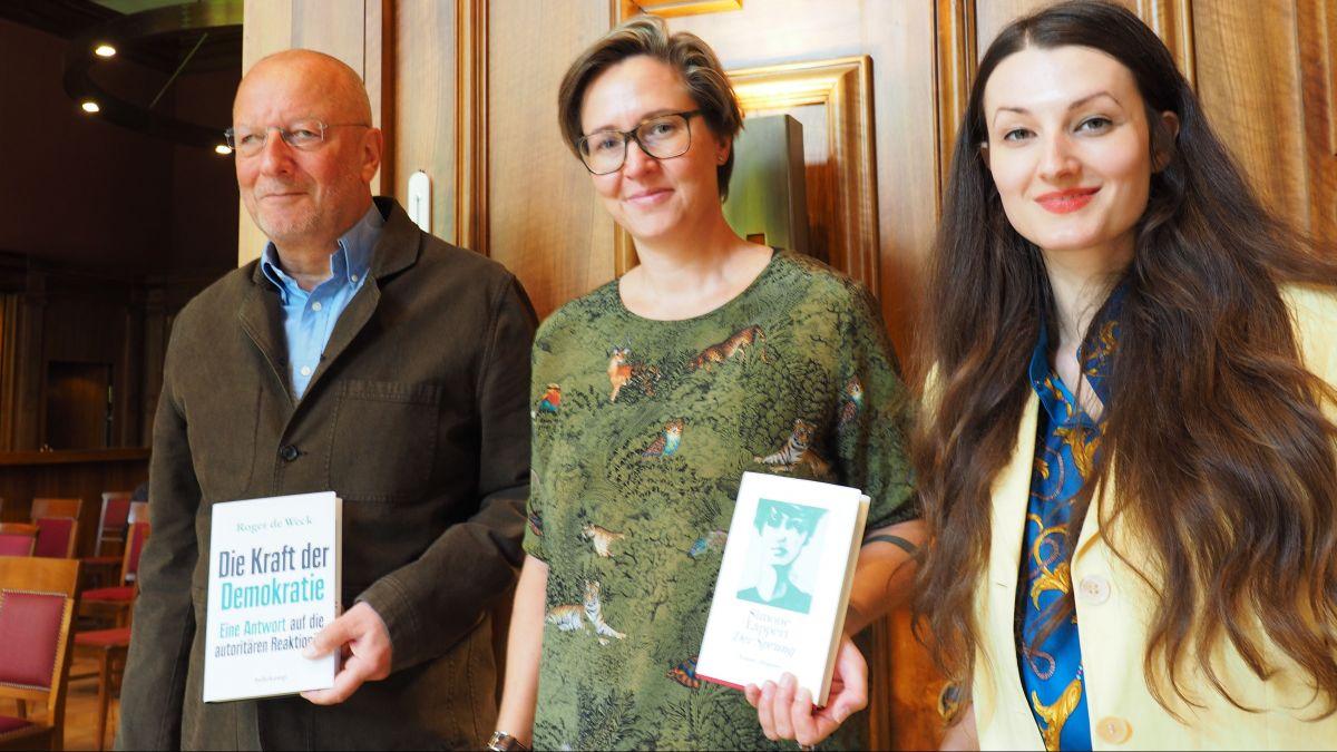 Das Abschluss-Trio an den 16. Silser Kunst- und Literaturtagen (von rechts): Simone Lappert, Larissa Bieler und Roger de Weck.