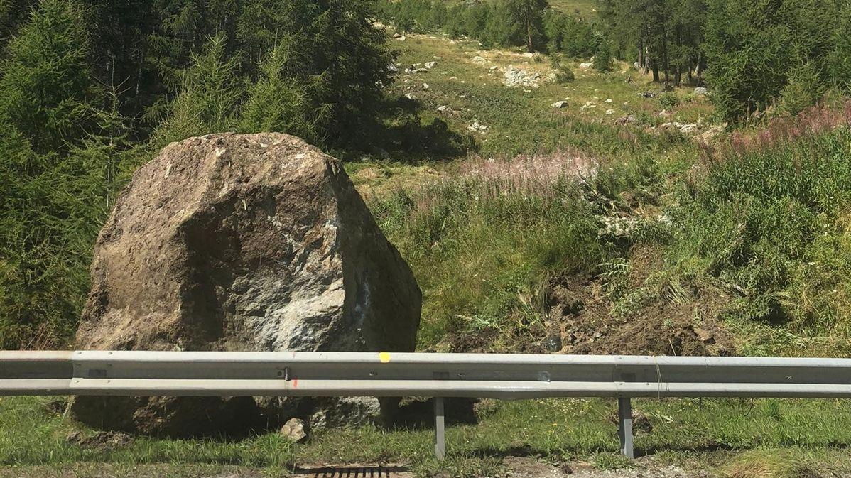 30 Kubikmeter mass einer der Felsbrocken, die herabstürzten. Foto: Kantonspolizei Graubünden