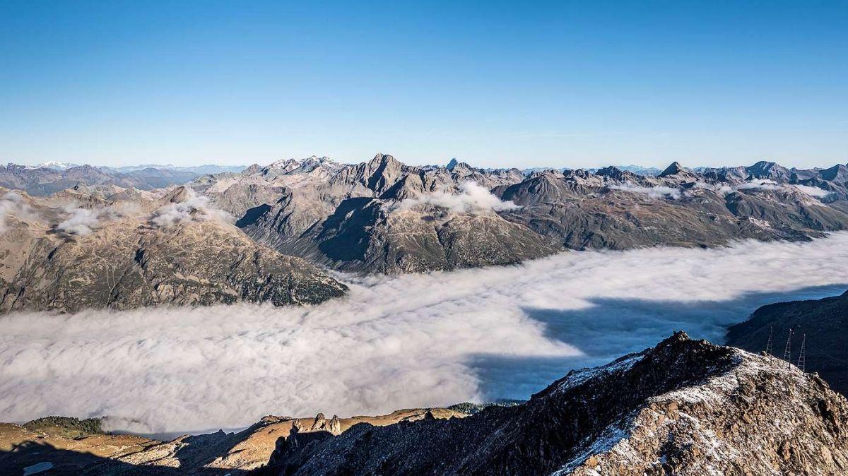 Blick von der Bergstation Corvatsch in Richtung Silvaplana und St.Moritz. Foto: Jon Duschletta