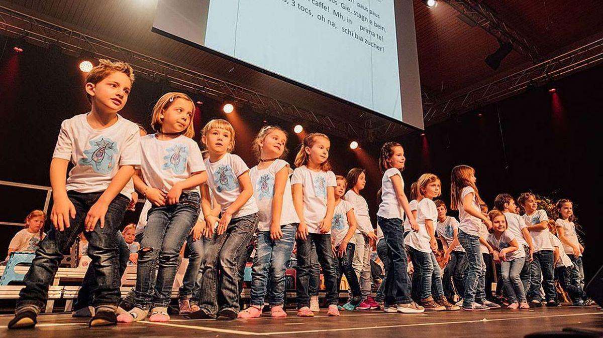 La prüm'ediziun dal Festival da la chanzun rumantscha a Trun es statta ün success. Eir la seguond'ediziun in Engiadina voul dar ün palc spezial al chant da cors d'uffants (fotografia: mad).