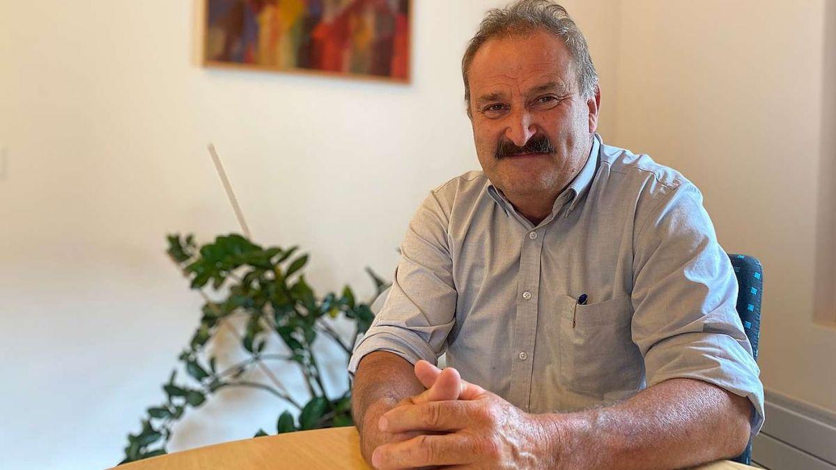 Per l'ultima perioda d'uffizi da Victor Peer sco capo cumünal da Valsot ha'l üna gronda sfida: la revisiun totala da la planisaziun locala (fotografia: Nicolo Bass).