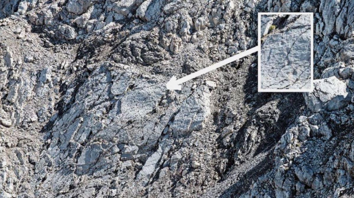 Rund 500 Meter Luftlinie von den von Mario Riatsch gefundenen Spuren sind weitere Spuren erkennbar, welche aber sehr stark verwittert sind (Foto: Mayk Wendt).