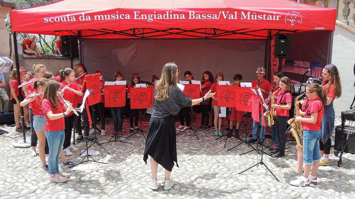 La radunanza cumünala da Scuol ha decis da prolungar la cunvegna da prestaziun a reguard la Scoula da musica Engiadina Bassa Val Müstair (fotografia: Benedict Stecher).