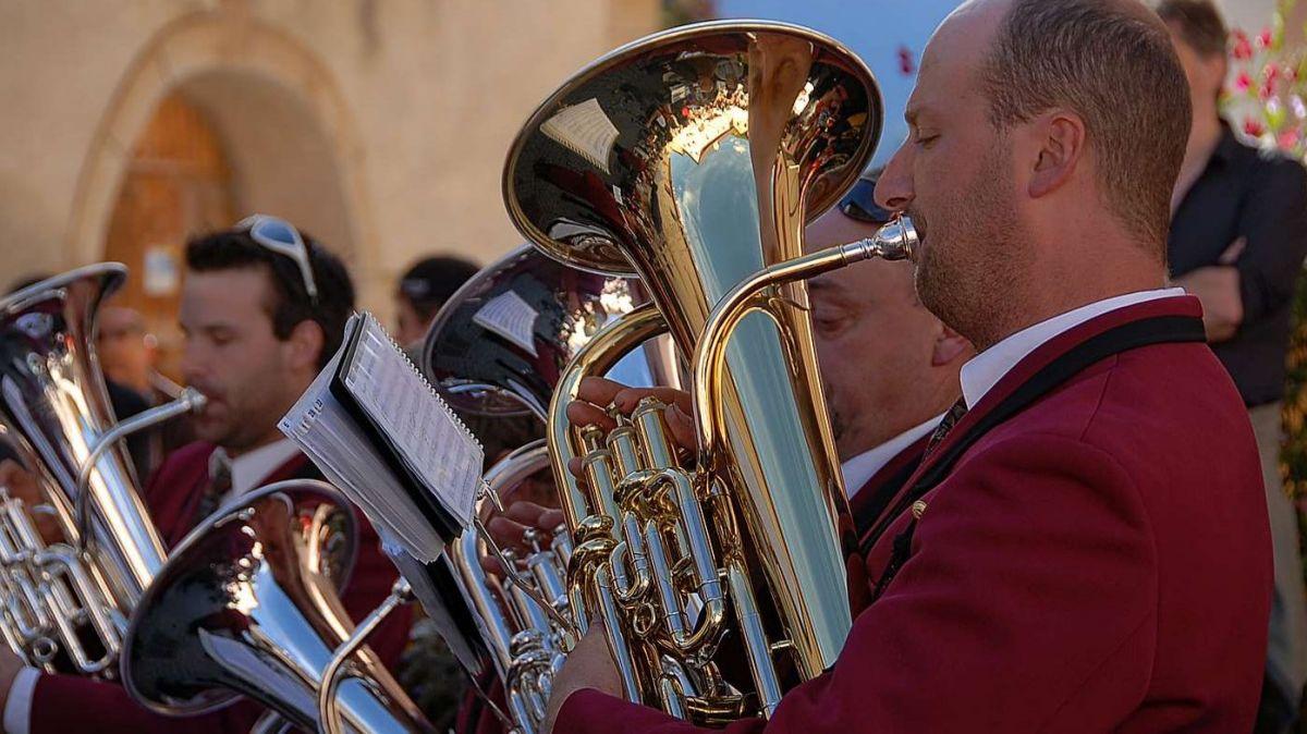 Das Musikbezirksfest 2021 in Zernez wird verschoben (Foto Archiv: Nicolo Bass).