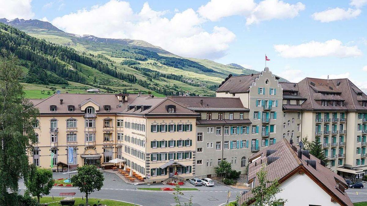 Il nouv possessur da l'Hotel Villa Maria, Johann Brugger, voul surtour eir l'Hotel Schweizerhof a Vulpera (fotografia archiv: Jon Duschletta).