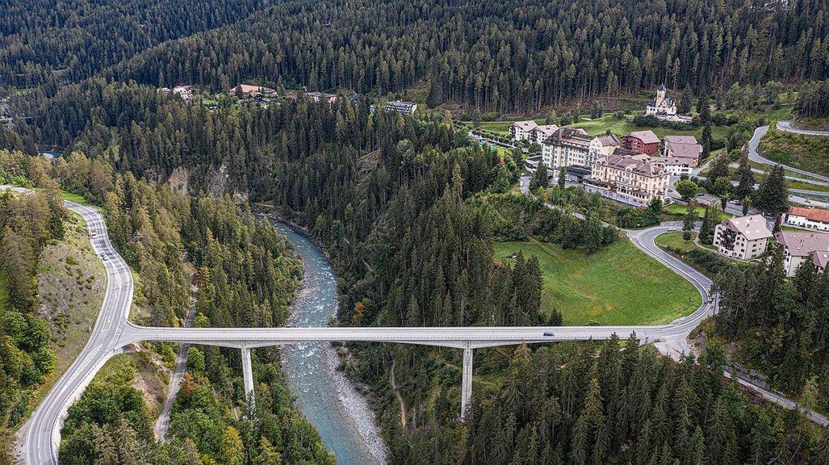 Vor genau zehn Jahren wurde die Brücke zwischen Scuol und Tarasp-Vulpera eingeweiht (Foto und Video: Mayk Wendt