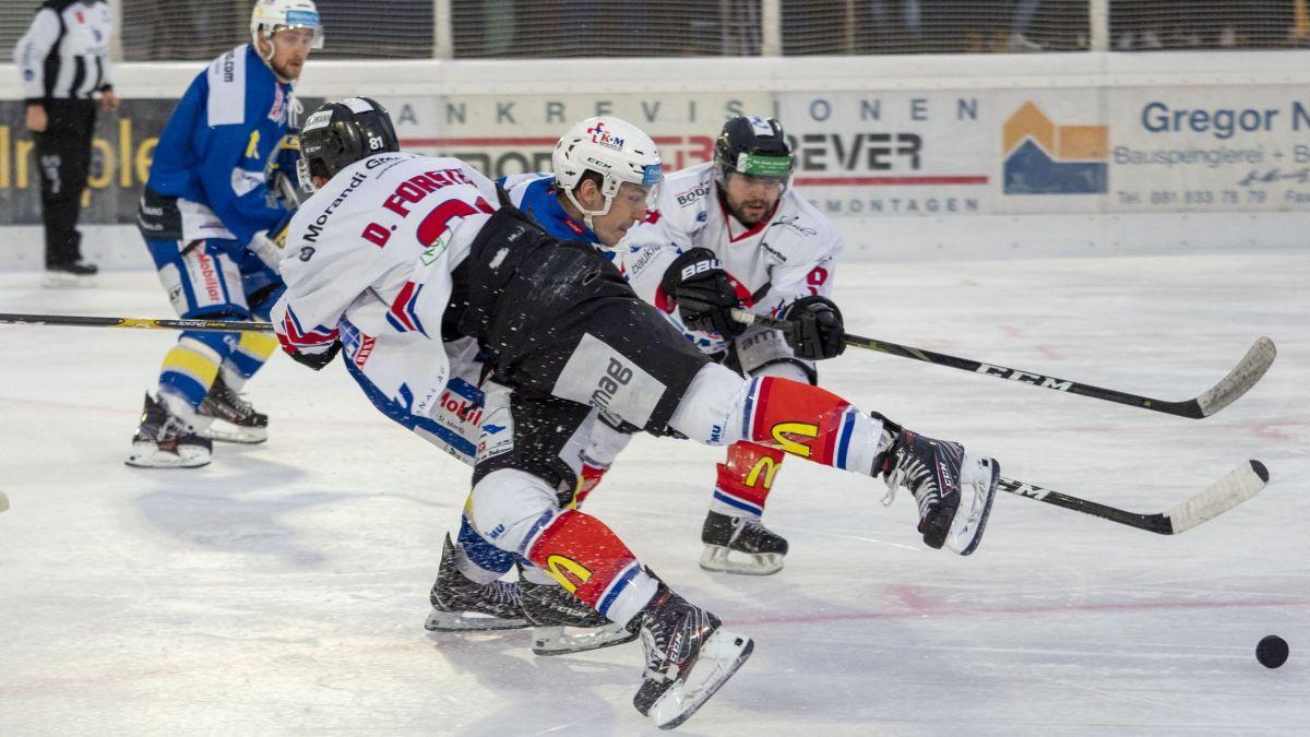Tichy (St.Moritz) setzt sich gegen zwei Gegner durch. Foto: Daniel Zaugg