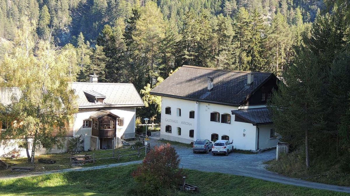 La Scoula Bergschule Avrona ha surtut dal 2018 il Gasthaus Avrona (fotografia: Benedict Stecher).