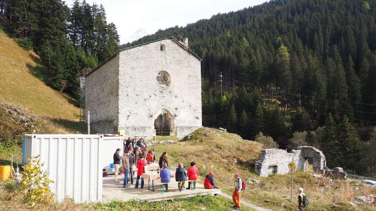 An der Kirchenruine San Gaudenzio gehen die Sanierungs- und Restaurationsarbeiten weiter.