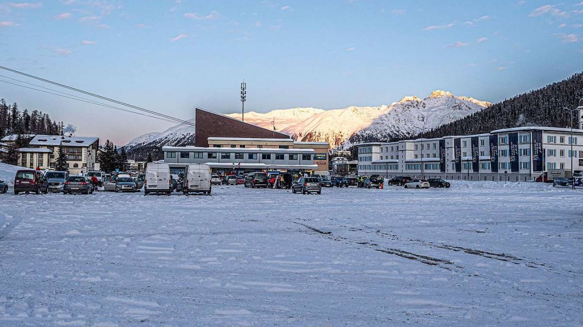 Auf dem Signalareal in St.Moritz soll das neue regionale Eissportzentrum gebaut werden. Archivfoto: Daniel Zaugg