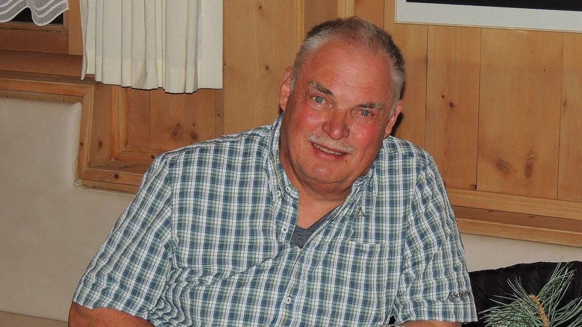 Il president dal comitè d'organisaziun da la «Dübimäss» Andy Halter es stat inchantà da l'Engiadina Bassa (fotografia: Benedict Stecher).