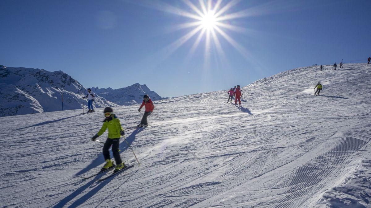 Ob die Pisten dieses Jahr leer bleiben, hängt zu einem grossen Teil auch davon ab, ob die Skischulen ihren Betrieb wie üblich abhalten können. Foto: Reto Stifel