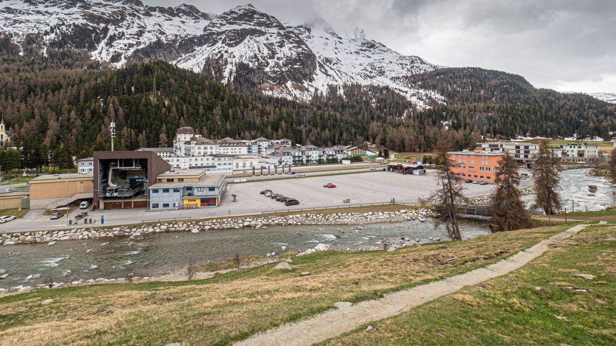 An diesem Standort soll das neue, regionale Eissportzentrum gebaut werden. Foto: Daniel Zaugg