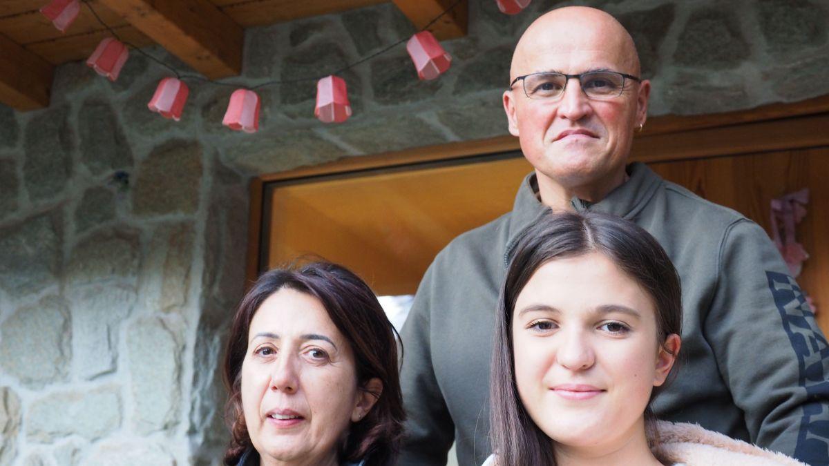 Sind froh über den Schweizer Pass: Ana und Paolo Corona-Cardoso und ihre Tochter Chiara.
