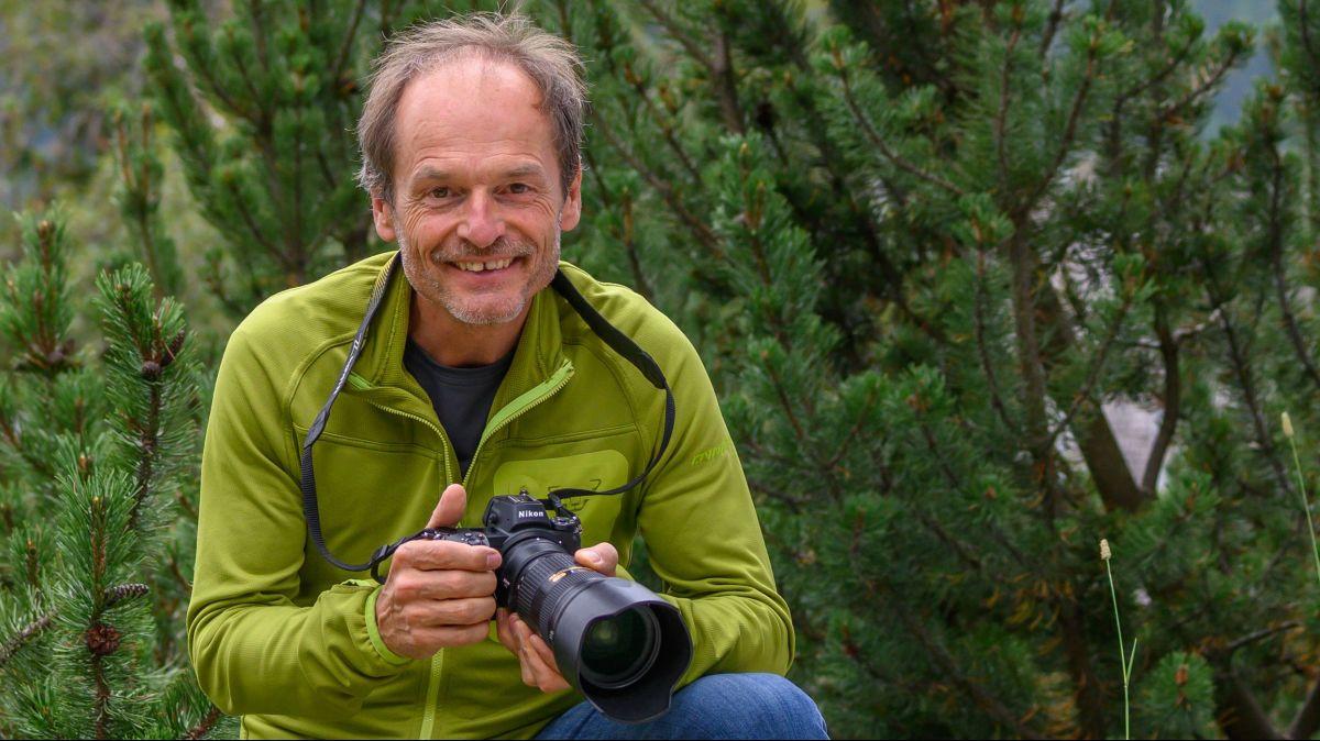 Hans Lozza es daspö ons ün fotograf paschiunà (fotografia: mad).